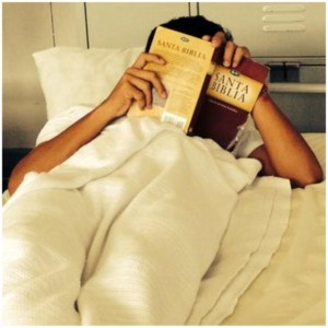 A young illegal migrant finds comfort in a Spanish language Bible (photo by New York Times)